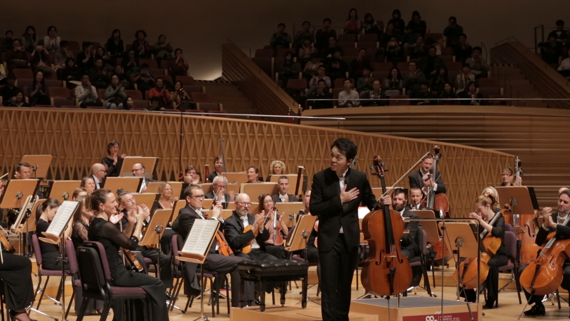 Shanghai born Australian cellist Li-Wei Qin performing with Sir Andrew Davis and the MSO